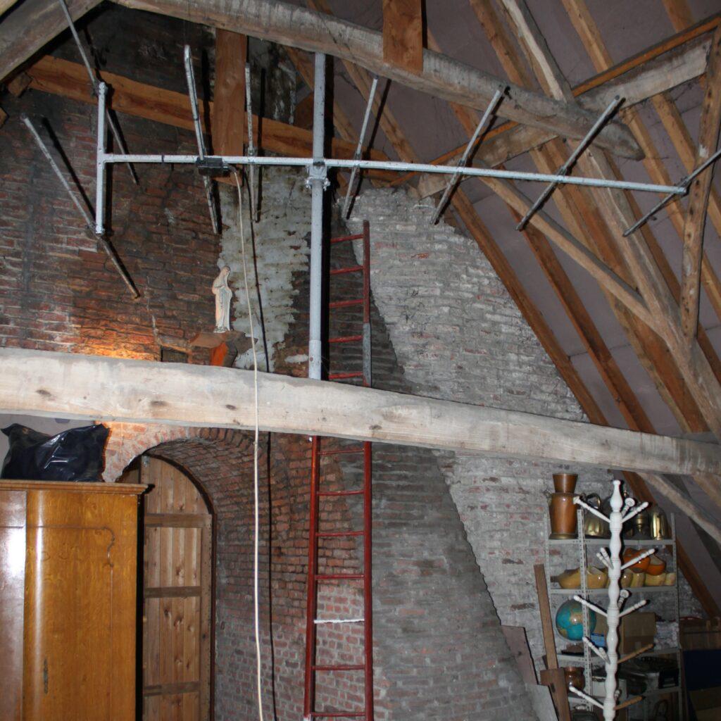 Authentiek 18de eeuws dakspant