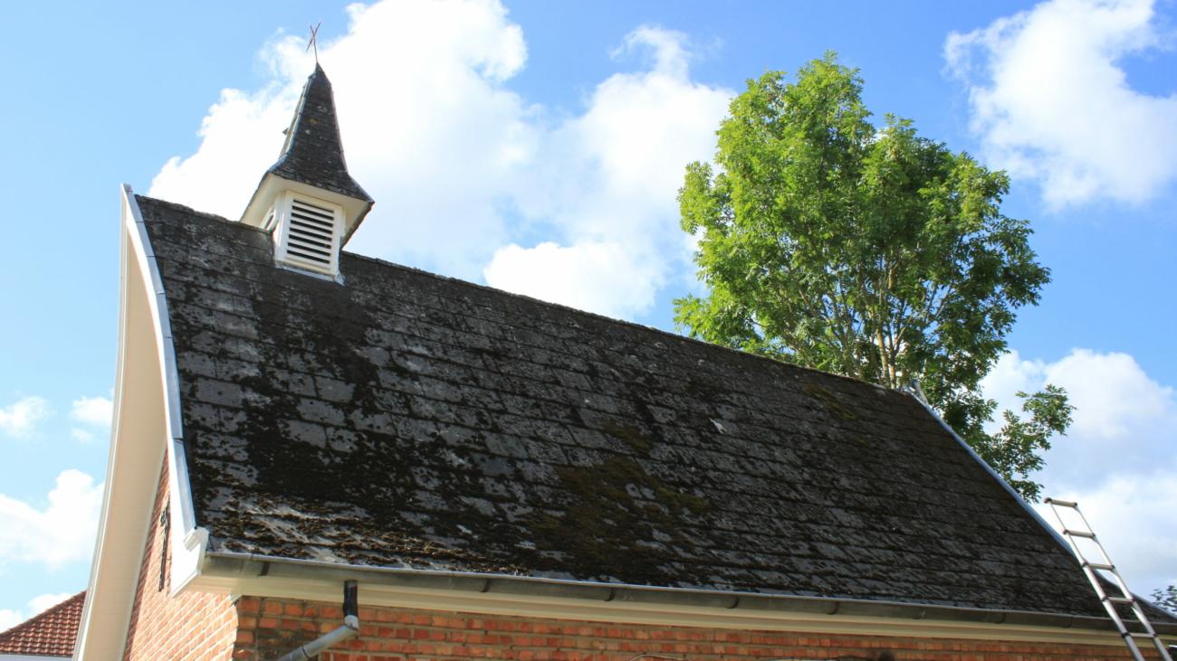 Zele kapel schade dak
