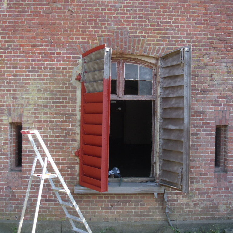 Behandeling en restautatie van de originele vensterluiken